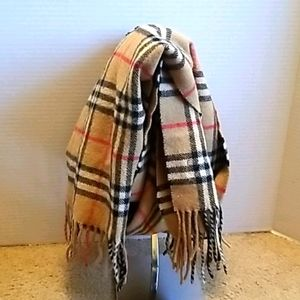 Burberry 100% Lambswool Scarf